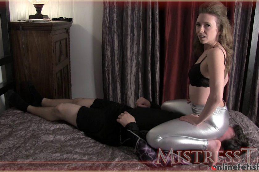 Mistresst.com – Shiny Ass Facesit  2012 Human Furniture