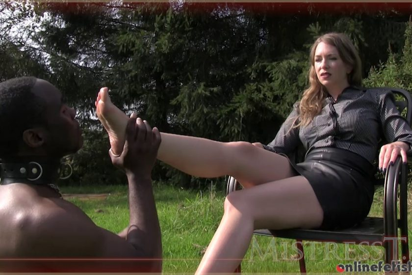 Mistresst.com – Black Slave Serves Bitch Owner  2015 Leg Worship
