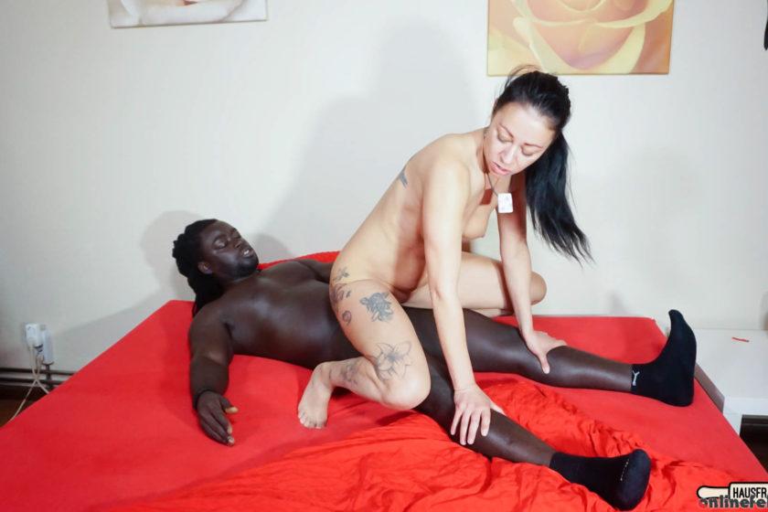 Hausfrauficken.com – Brunette German housewife Mareen.. Freddy Gong & Mareen Deluxe 2020 Tattooed