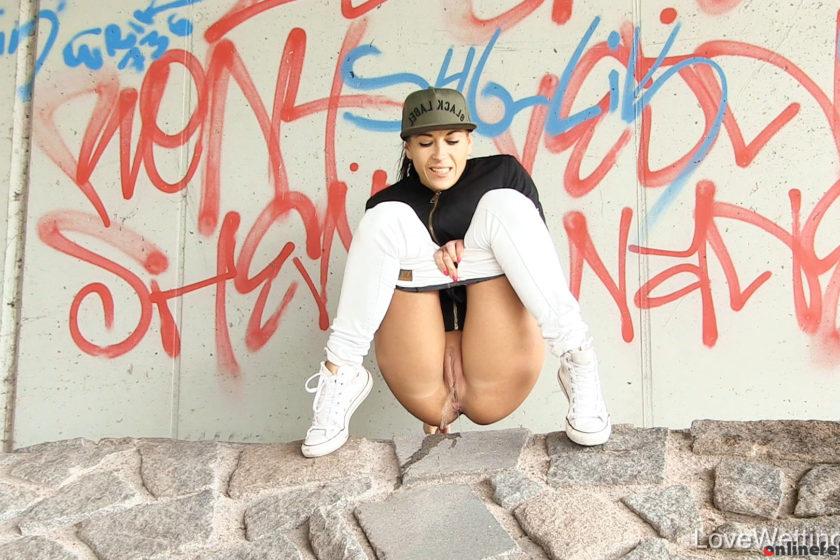 Lovewetting.com – Vanda – Pissing scene Vanda 2017 Pissing