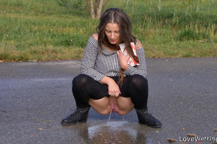 Lovewetting.com – Nicolette – Pissing scene Nicolette 2017 Pissing