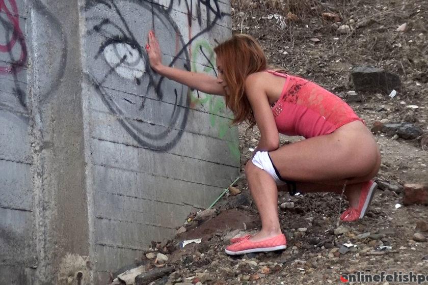 Got2pee.com – Favorite Place  2014 Crouching