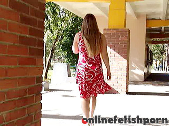 Upskirtcollection.com – Babe taked into showing her vagina  2006 Upskirts Adult