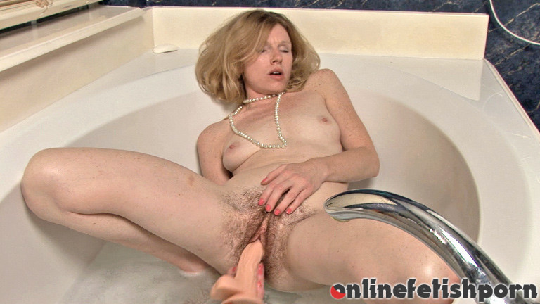 Wearehairy.com – Lacey gets ready to give her.. Lacey 2013 Hairy Ass