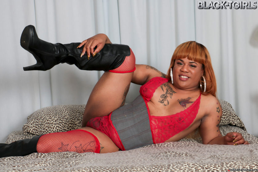 Blacktgirls.com – Lovely China Playing On Bed! Lovely China 2017 Transsexual